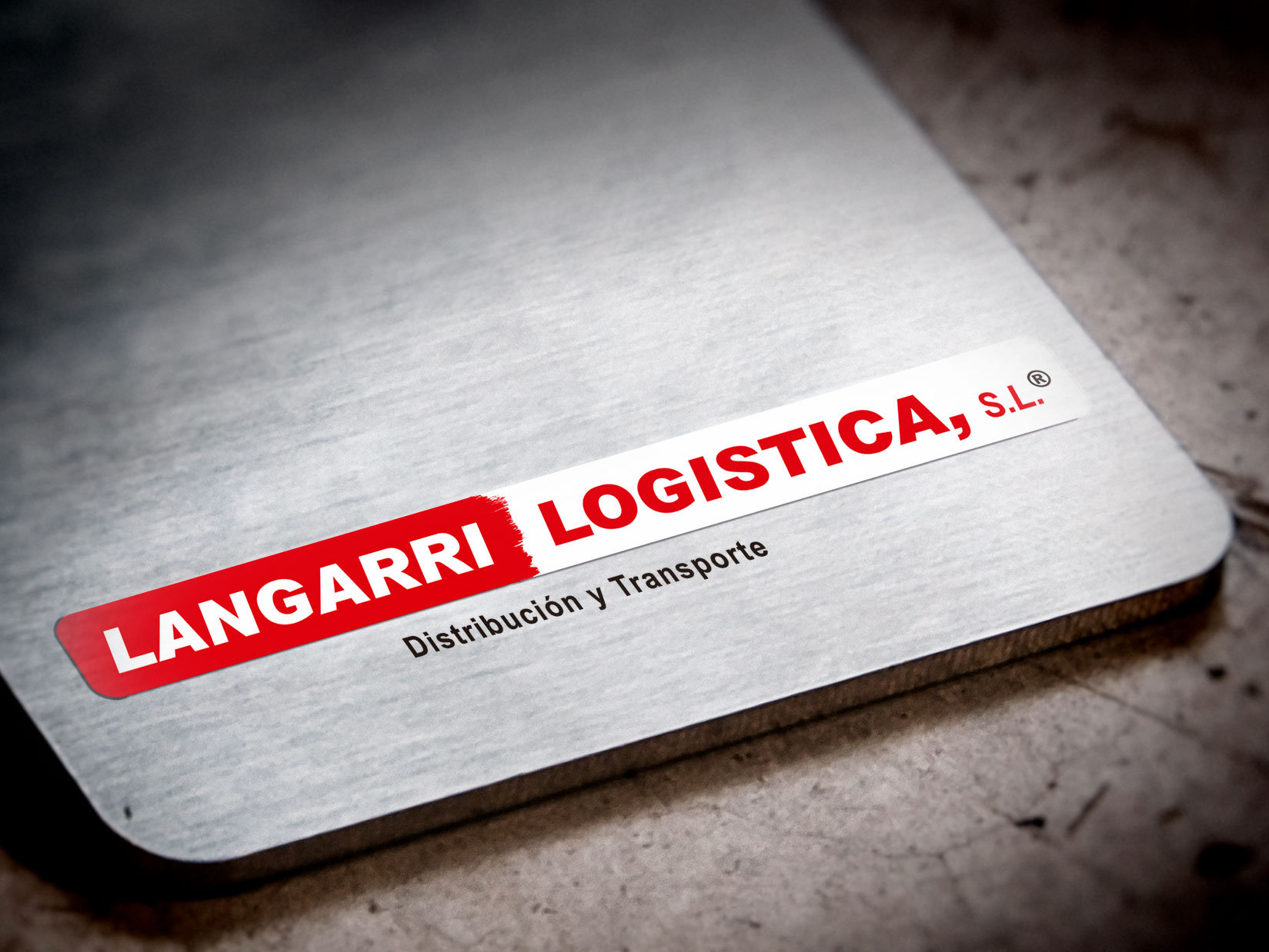 Logo: restyling del logo para Langarri Logística.Diseño Gráfico e Impresión: tarjetas, papelería de empresa.